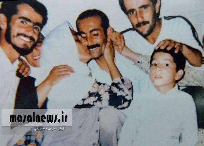 بوسه مادر بر گونه فرزندش آزاده جانباز جهانسوز پورمحمد در روز آزادی